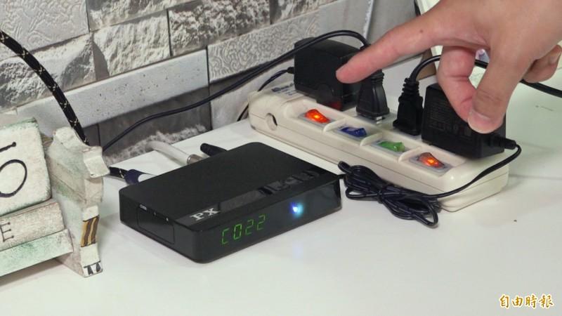 什麼電器24小時都在耗電?家中「隱形吃電王」就藏在影片中!(記者余家緯攝)