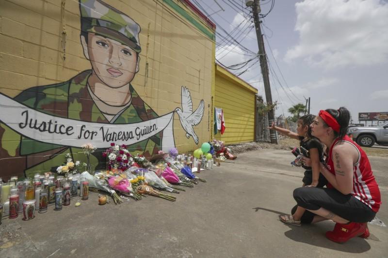 美國德州胡德堡基地20歲正妹女兵吉倫(Vanessa Guillen)於4月22失蹤,遺體直到最近才被發現。她生前曾想舉報1名非裔士兵對她性騷擾,孰料卻被對方活生生打死後碎屍掩埋。(美聯社)