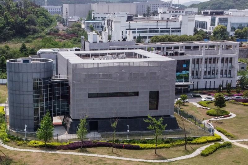 英國媒體指出,中國早在7年前就發現新型冠狀病毒的近親,多年來都存放在武漢的實驗室。圖為武漢病毒研究所。(法新社)