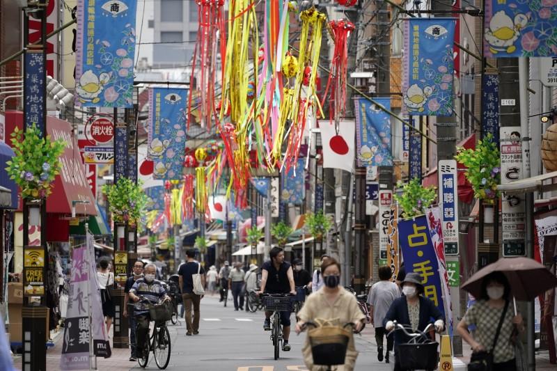 日本東京都已經連續5天單日新增逾百例確診。(歐新社)