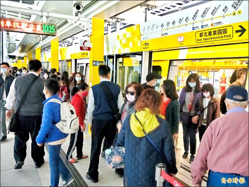 隨著捷運路網越來越完備,搭乘捷運的新北市民不少,但在台北捷運公司的董事席次仍只有1席。(記者何玉華攝)