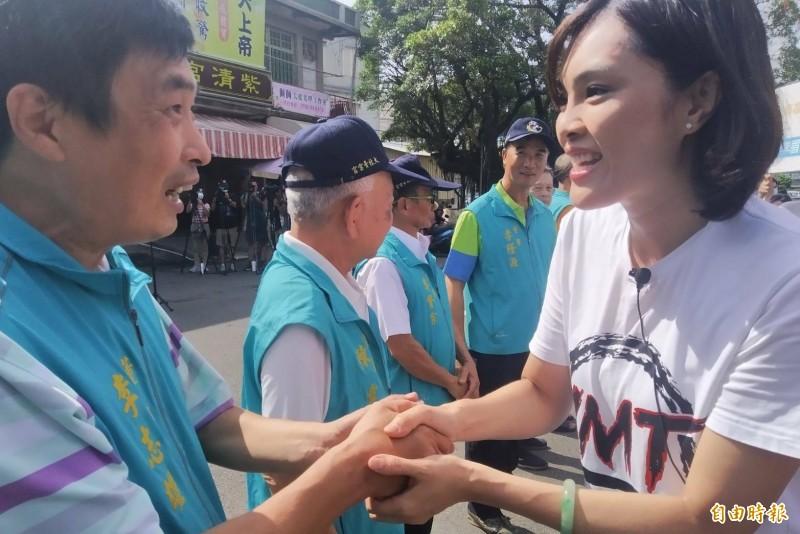 李眉蓁(右)避談是否恢復大港開唱。(記者洪定宏攝)