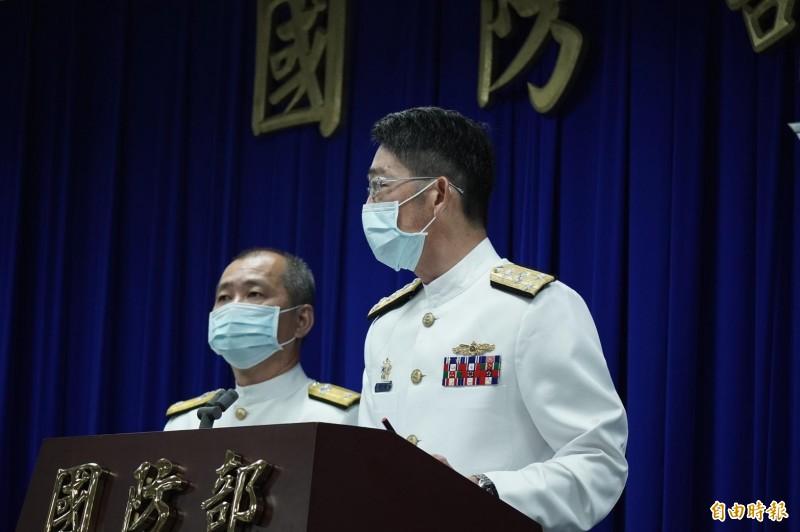 海軍參謀長敖以智(右)、陸戰隊副指揮官馬群超(左)(記者涂鉅旻攝)