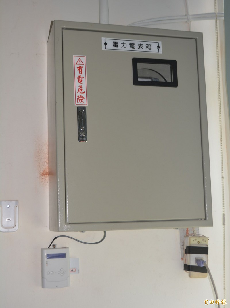 行政院宣布將協助國中小裝冷氣,並先改善電力設備,讓基層學校很高興。(記者陳建志攝)
