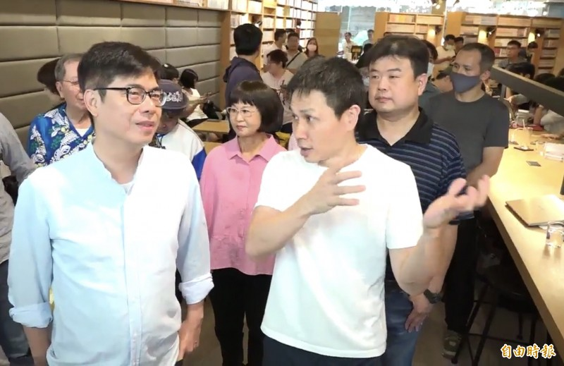 陳其邁承諾當選高雄市長第一件事恢復「大港開唱」,但不清楚對手李眉蓁立場。(記者黃良傑攝)