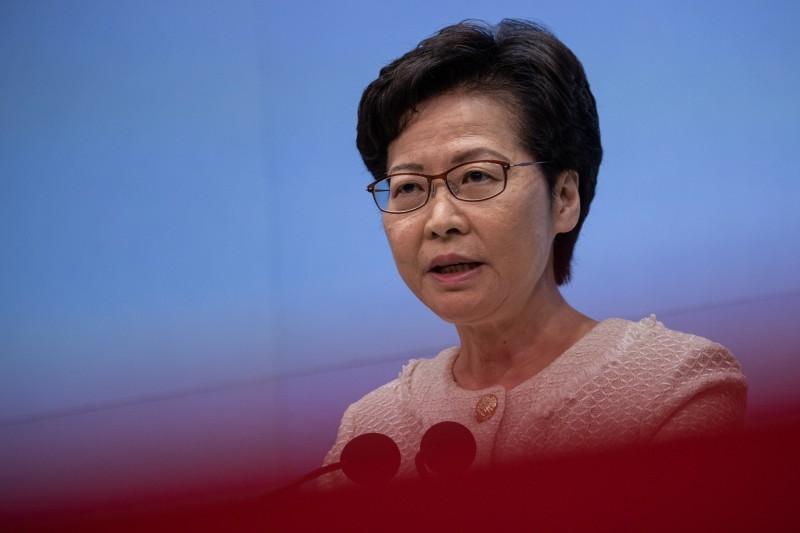 被問及港版國安法是否保障新聞自由,香港特首林鄭月娥表示,記者應保證100%不觸法。(歐新社)