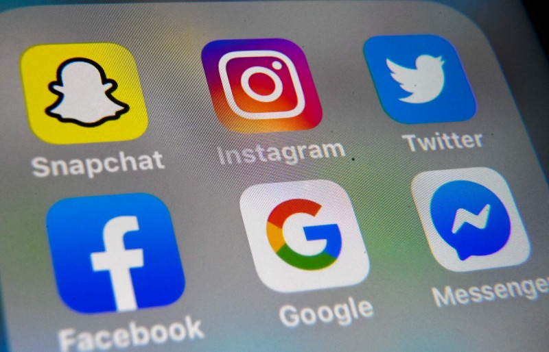 香港特區政府6日頒布「港版國安法」執行的實施細則,並要求社群平台提供用戶資訊甚至移除危及國安的內容,不過包含Google、臉書和推特、Telegram等均暫停回應這項請求。圖為示意圖。(法新社)