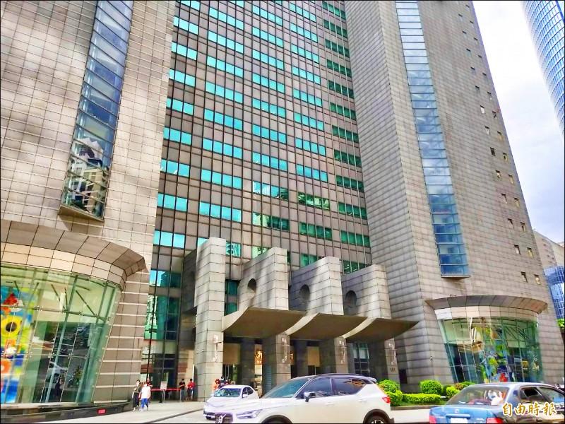 新北市政府大樓因辦公廳舍不足,許多單位分散在各行政區。(記者賴筱桐攝)