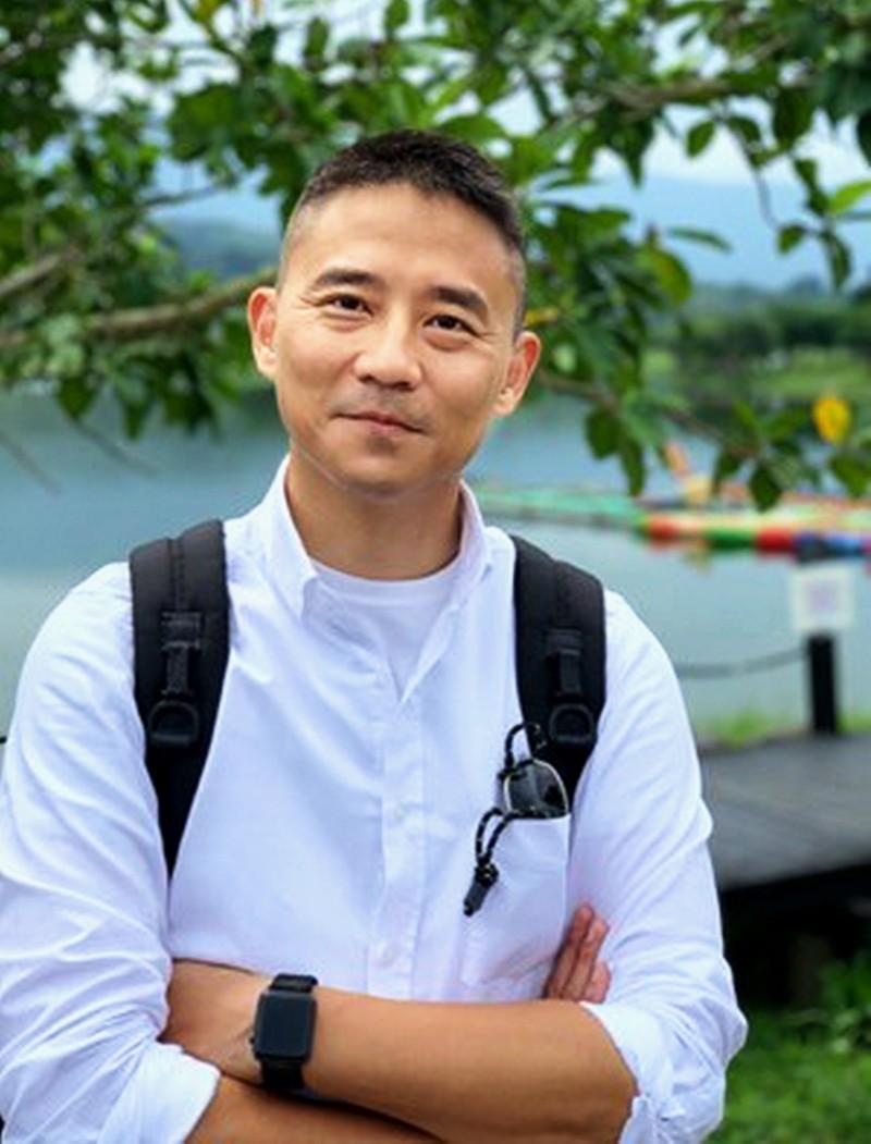 台中市政府副秘書長朱康震行事低調,藍綠議員都說和他零互動。(翻攝自台中市政府網站)