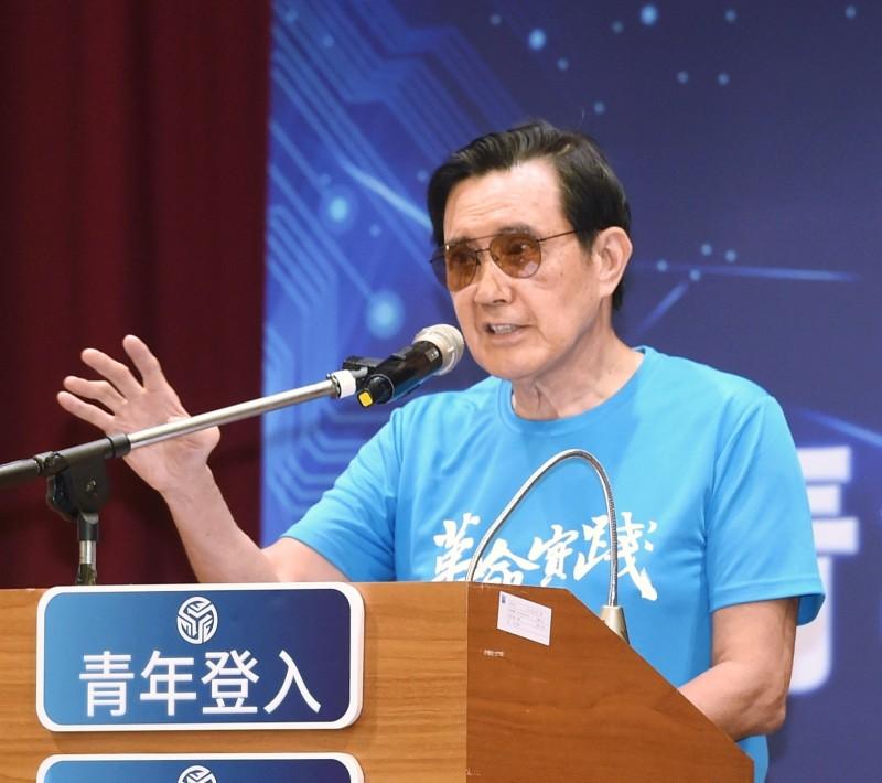 前總統馬英九(見圖)在中國近日強推「港版國安法」時,不僅未譴責中國政府,反指我國的「國安法」與「反滲透法」是「台版國安法」;對此,律師黃帝穎說,可能是因為馬英九有「人質」在香港。(資料照,記者方賓照攝)