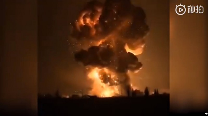 中國四川廣漢市1間鞭炮工廠8日深夜發生劇烈爆炸。(圖取自微博)