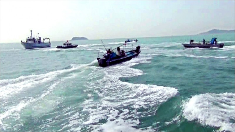 鑑於中國擴大海洋活動,日本、美國、澳洲防長今天進行視訊會談,3國防長一致強烈反對以武力行動改變現狀,並首次在聯合聲明中提到中國武裝漁民等「海上民兵」的危險性。另外,對於中國在香港實施國家安全維持法一事,3人也深表關切。(資料照)