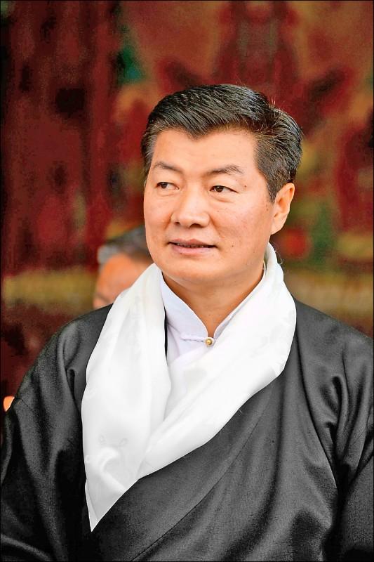 西藏流亡政府領袖洛桑桑蓋指出,中國政府1951年就拿「一國兩制」騙過西藏,如今對香港毀諾不過是舊技重施。(法新社檔案照)