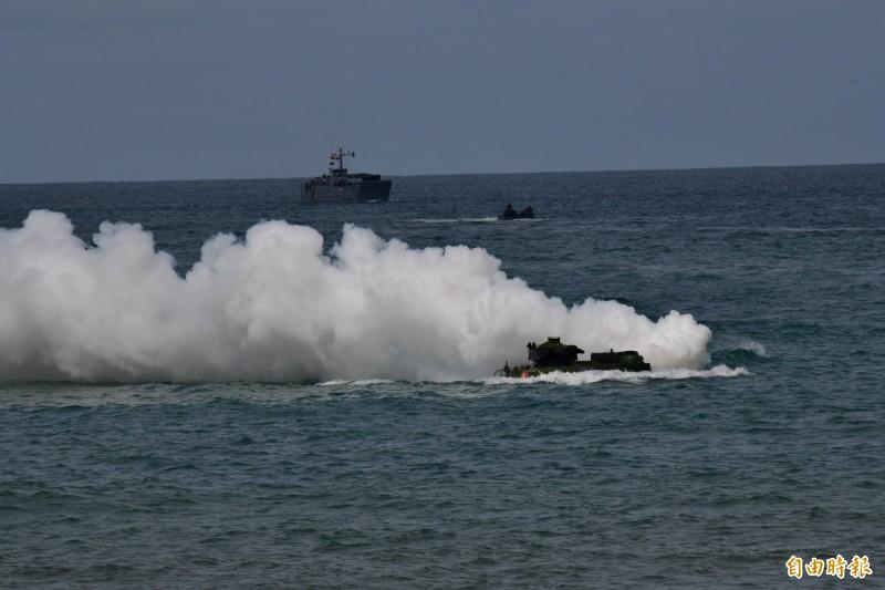 海軍今早首度在演訓地點加祿堂海灘進行首次現地預演。(記者蔡宗憲攝)