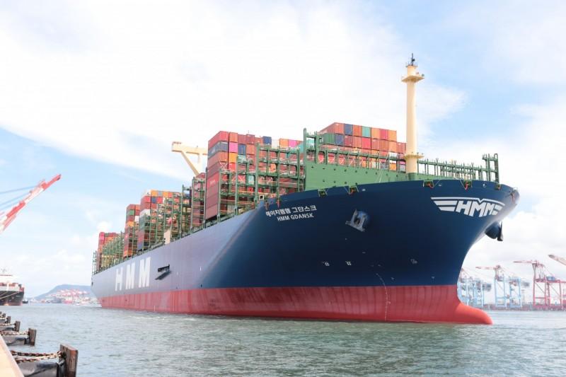 全球最大貨櫃船王「格但斯克」 今天首航高雄港。(圖由臺灣港務公司提供)