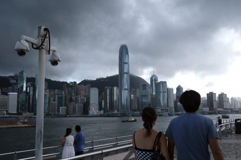 香港媒體引述消息指出,香港今天至少新增10例初步確診個案。(彭博)