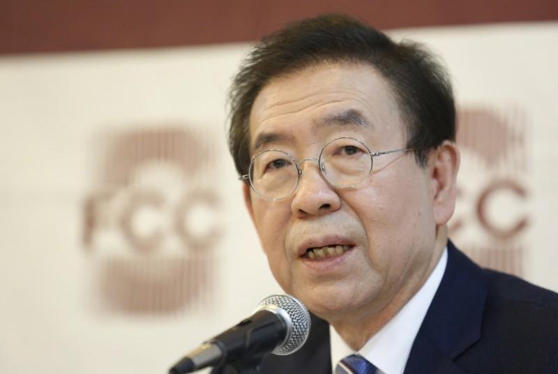 南韓首爾市長朴元淳今(9)日傳出失聯,留下類似遺言的話就下落不明,女兒於下午5點17分向警方報案,當地警方則派出至少450人在尋找朴元淳。(歐新社)