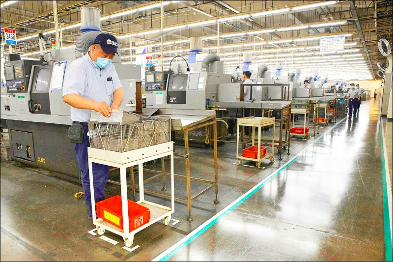 在中國營運的外國企業不僅因為武漢肺炎處於寒冬,近來更因香港國安法及「中國數據安全法(草案)」面臨資料審查。圖為日本專業空壓零件製造商「速睦喜」(SMC)北京廠。(美聯社檔案照)