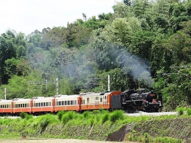 今年7月起將開行的3列次仲夏寶島號蒸汽火車套裝行程,台鐵推約5折優惠。(資料照,台鐵局提供)
