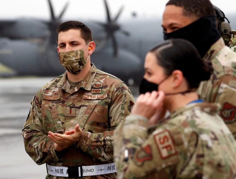 位於沖繩的駐日美軍基地近日接連傳出有確診者,但軍方似乎拒絕透露確診數字,引起日本輿論擔心。(路透)