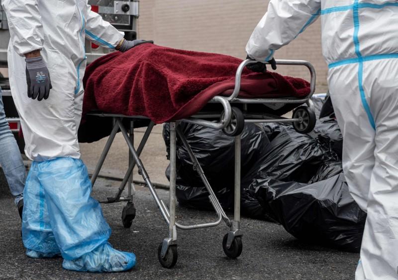 美國病理學家研究武漢肺炎死者的遺體,最引人注意的發現之一就是出現血栓症狀。(法新社)