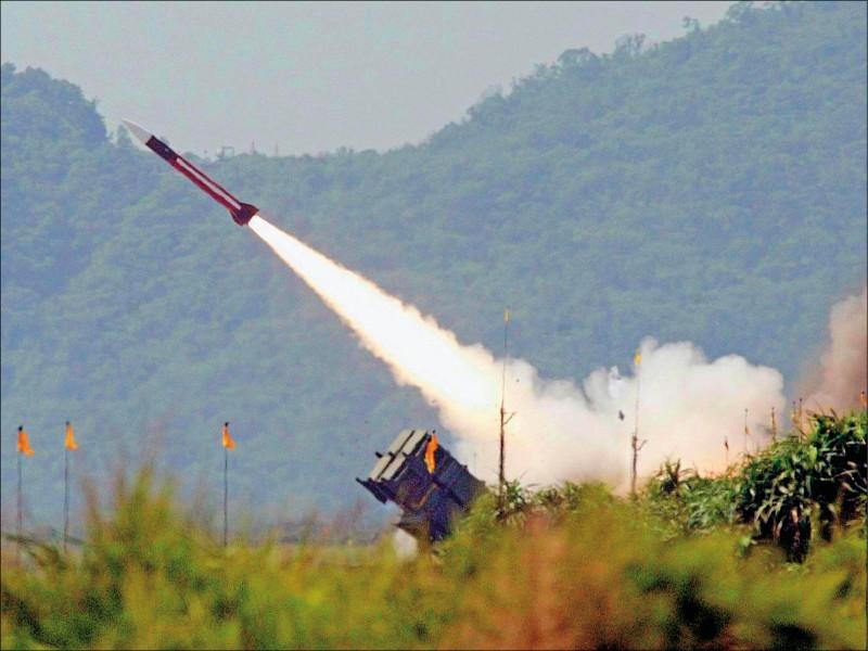 國防部今年將執行愛國者飛彈射擊訓練,學者推估愛國者二型的機率較高。(資料照)