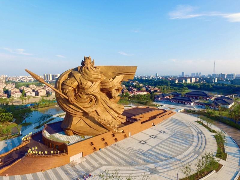 中國湖北號稱「全球最大的關公像」。(圖擷取自荊州市文化和旅遊局)