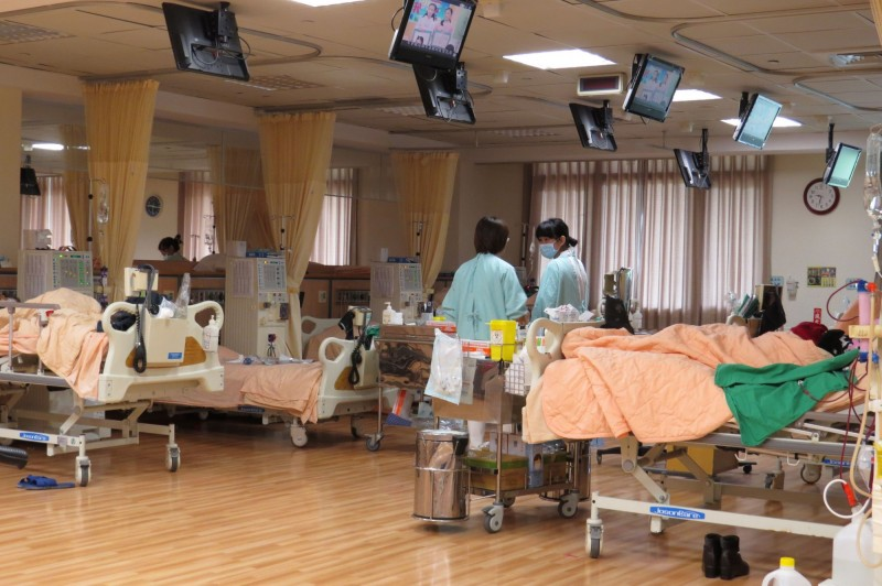 慢性腎臟病是台灣重要的公衛議題,健保署統計,全台洗腎人數從前年9萬攀升至去年的9.2萬人。(資料照)