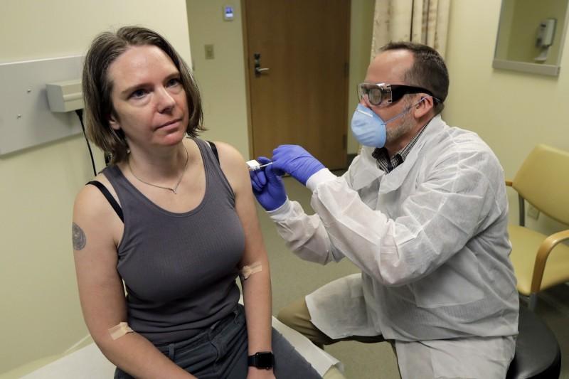 美國首位武漢肺炎(新型冠狀病毒病,COVID-19)實驗性疫苗接種者哈勒(Jennifer Haller),在接種16週以來並無出現異常。(美聯社)