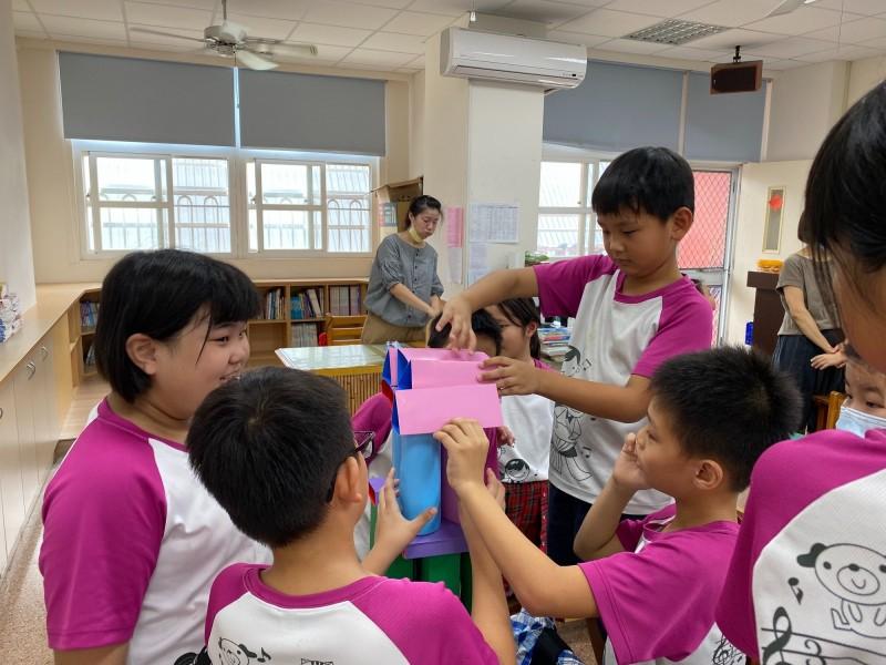 嘉義市各國中小學校班級教室裝設冷氣。(記者林宜樟翻攝)