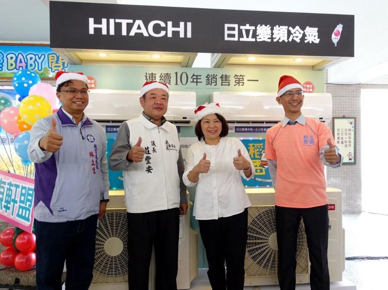 嘉義市長黃敏惠(右2)推動各國中小學校班級教室裝設冷氣。(記者林宜樟翻攝)