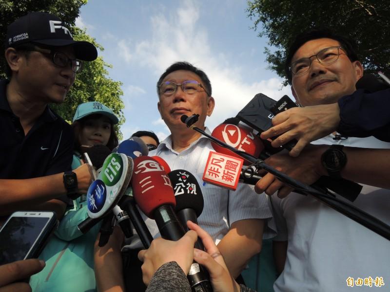 台北市長柯文哲侃侃而談列舉台灣「政界三現象」,聲稱有些專業人士不敢參加。(記者王榮祥攝)