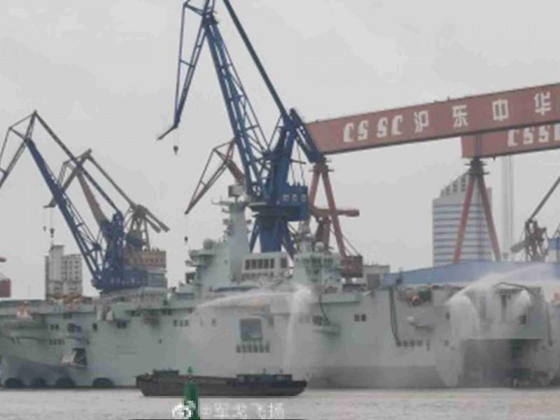 075兩棲攻擊艦首艦最新照片在中國網路流傳。(翻攝自微博)