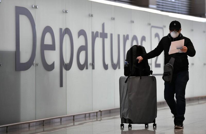 南韓國土交通部表示,經與中國航空部門協商,將決定加開往返中韓兩國航班。圖為南韓仁川國際機場一景。(法新社)