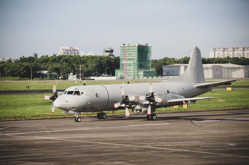 空軍實施戰力防護戰備轉場,P-3C反潛機升空起飛。(圖由國防部提供)