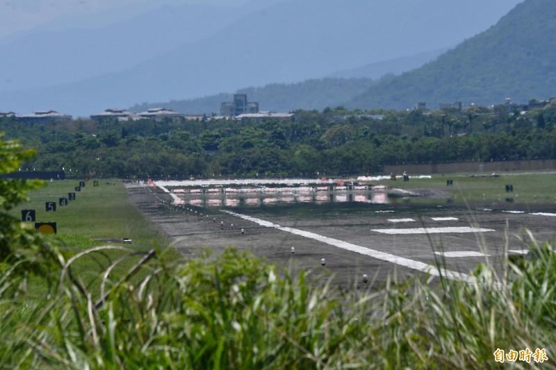 空軍佳山基地整修跑道,20年來首度未在漢光演習起降戰機,引起諸多揣測。(記者游太郎攝)