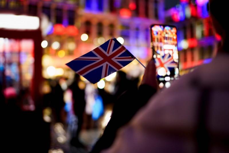 自「港版國安法」上路後,許多港人紛紛想移民海外,而英國是最受歡迎的移民國家。(法新社)