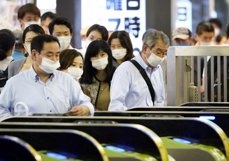 日本東京的武漢肺炎疫情反彈,在野黨立憲民主黨黨魁枝野幸男呼籲,東京都應再次發布緊急事態宣言。(歐新社)