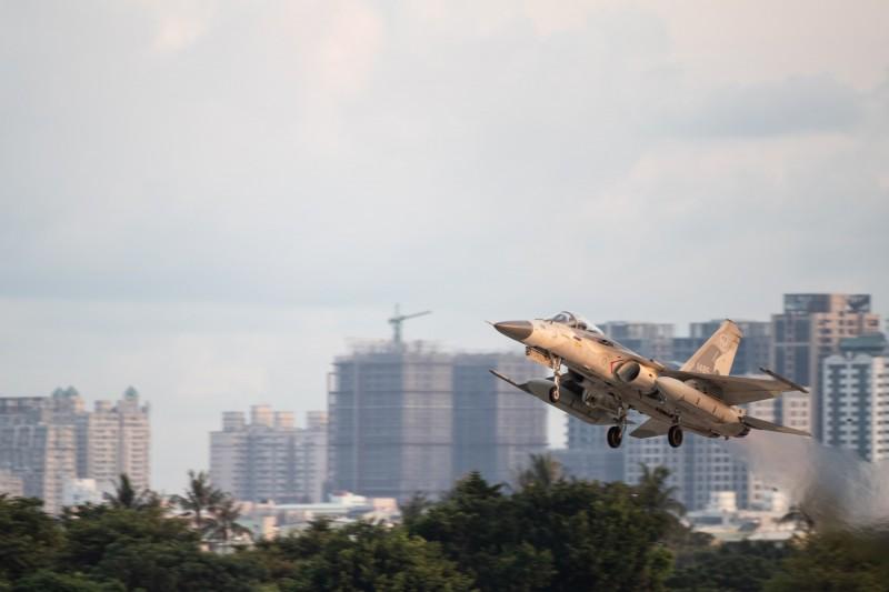 空軍第一聯隊清晨配合漢光36號演習,由經國號戰機執行聯合防空作戰任務。(圖由國防部提供)