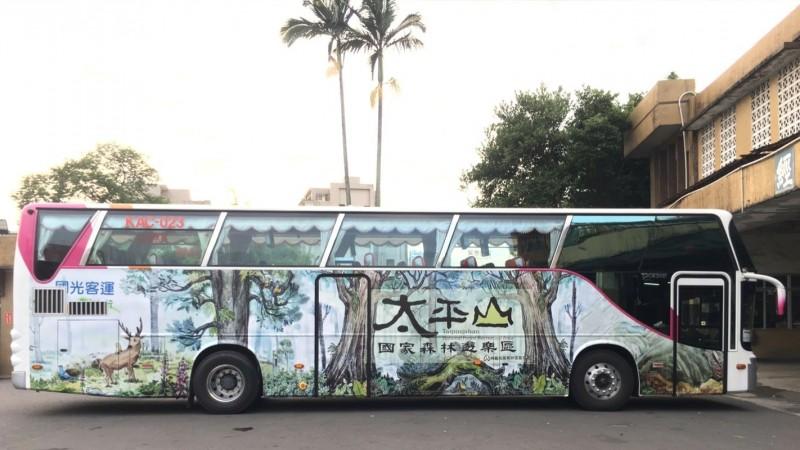 原本僅有假日駛入太平山國家森林遊樂區的國光客運1750線,現在平日也增開,每天可從宜蘭與羅東直達太平山。(國光客運提供)