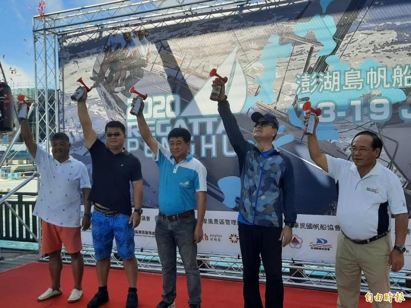 澎湖島帆船週系列賽,由貴賓鳴笛正式開幕。(記者劉禹慶攝)