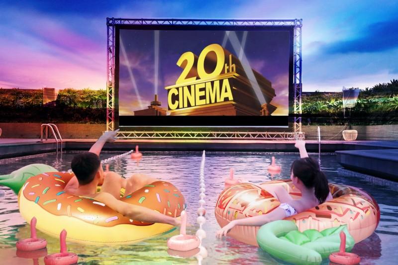 台北晶華_位於飯店頂樓露天泳池的星空電影院。(業者提供)