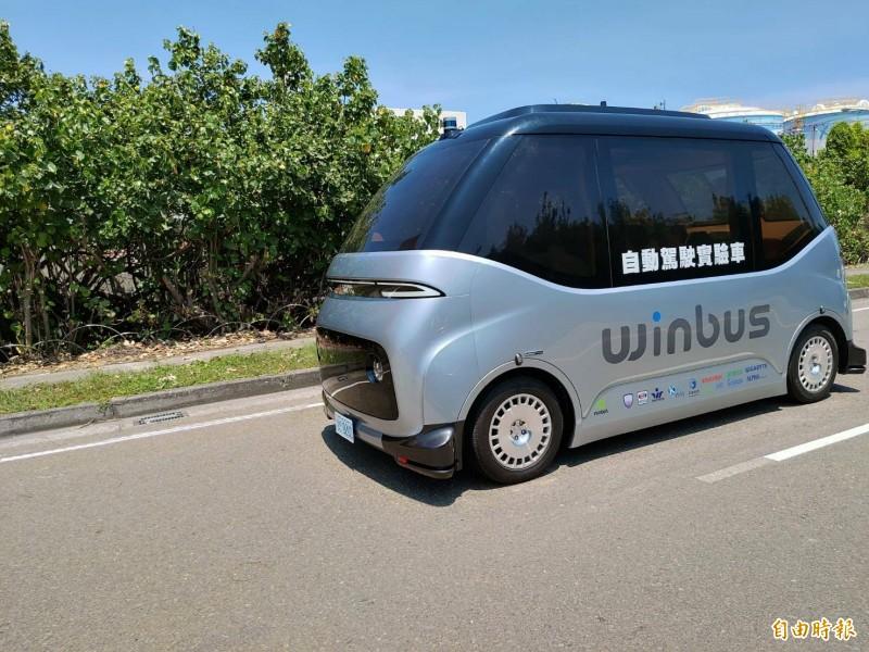鹿港觀光自駕小巴終於要載客上路了。(記者劉曉欣攝)