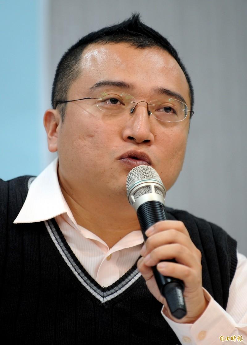 周榆修升任社會局長 戴于文、李旻蔚接市長室副主任