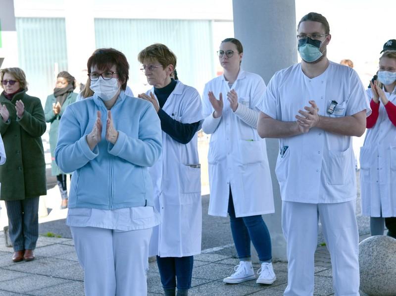 法國醫護人員獲政府90億美元加薪。示意圖。(法新社)