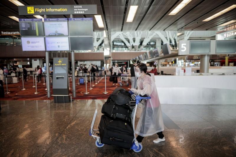 新加坡及馬來西亞外交部13日發佈聯合聲明指出,兩國計畫下月開放邊界,恢復彼此的基本商務及公務旅行,圖為新加坡樟宜機場。(歐新社)