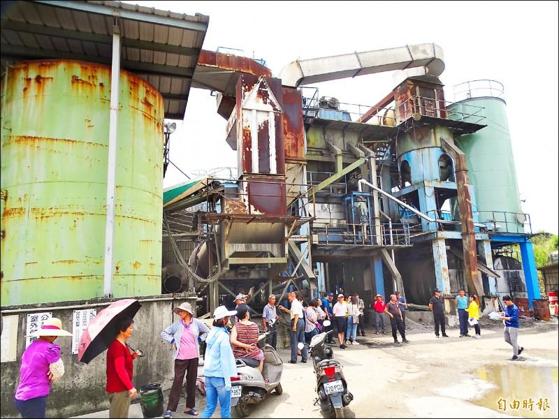 林內瀝青工廠排臭噪音又大,嚴重擾民引發民怨抗議。 (記者詹士弘攝)