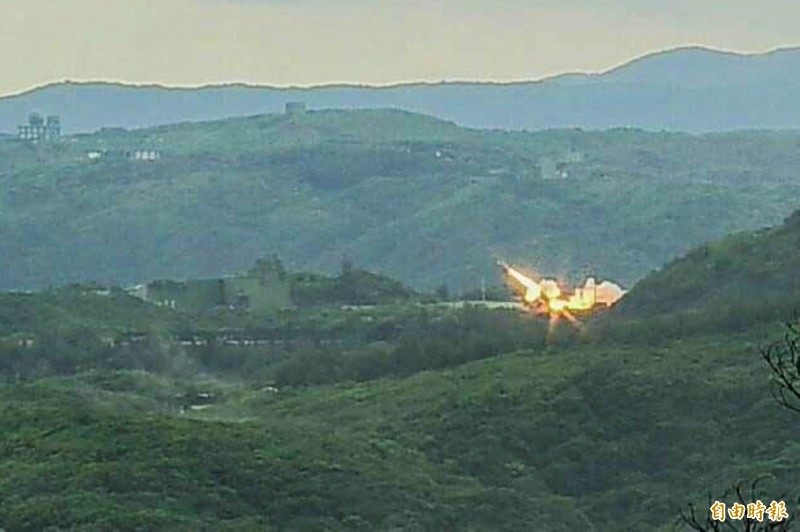 九鵬基地飛彈凌空射出。(記者蔡宗憲攝)