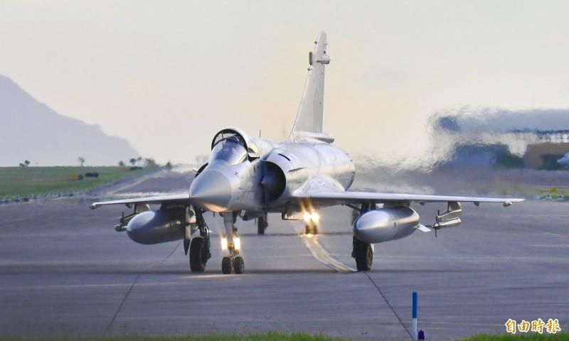 幻象2000戰機準備升空奪取東部制空權。(記者游太郎攝)