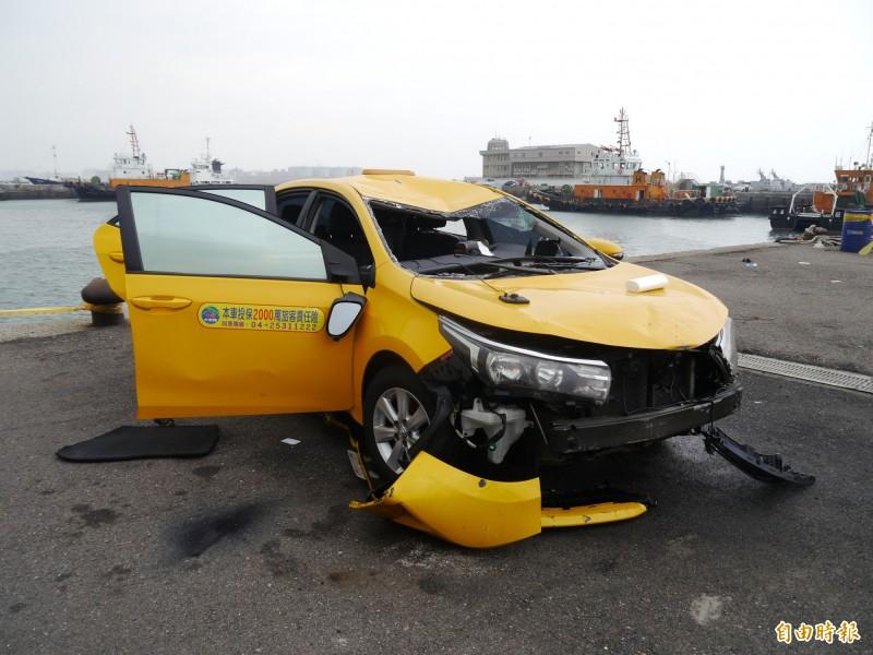 計程車墜海,李嘉鈺破窗保命。(記者張軒哲攝)